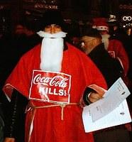 Frankfurt/M: Weihnachtsmanngewerkschaft gegen Coca Cola