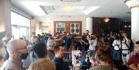 Comunicado de prensa del sindicato FAU: delegación de paz retenida en el hotel, acto prohibido